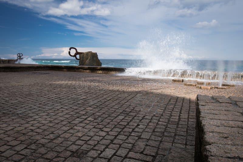 San Sebastian, Spagna - 16 marzo 2018: scenico il pettine del vento/sculture di Peine del viento da Eduardo Chillida immagine stock libera da diritti