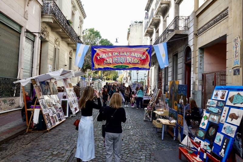 San Telmo Sunday Market Mercado do alimento e do ofício em Buenos Aires imagem de stock royalty free