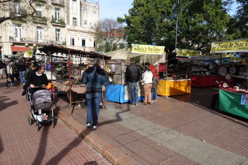 San Telmo Sunday Market Mercado do alimento e do ofício em Buenos Aires imagem de stock