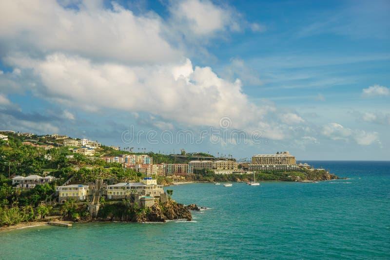 San Tommaso, Isole Vergini americane - 6 settembre 2016: Porto e linea costiera di San Tommaso fotografia stock libera da diritti
