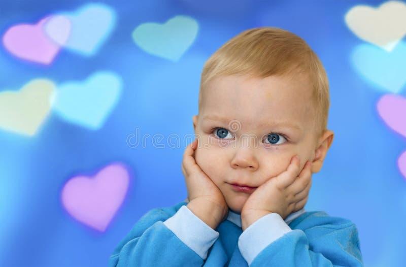San Valentino - bambino sveglio con cuore immagine stock libera da diritti