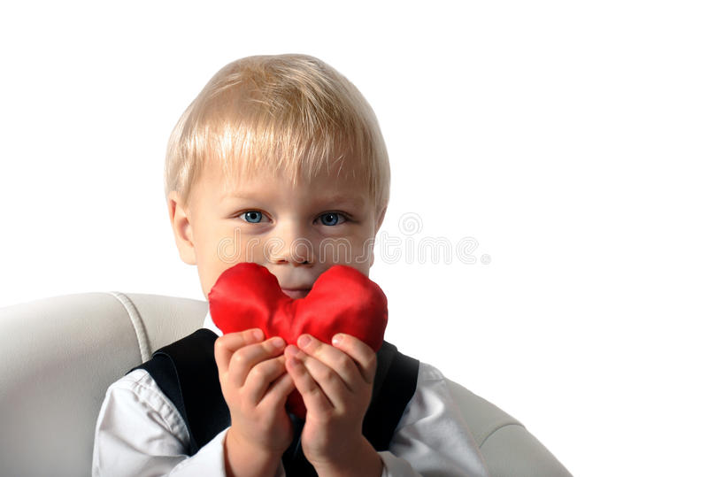 San Valentino - bambino sveglio con cuore rosso in mani. fotografia stock