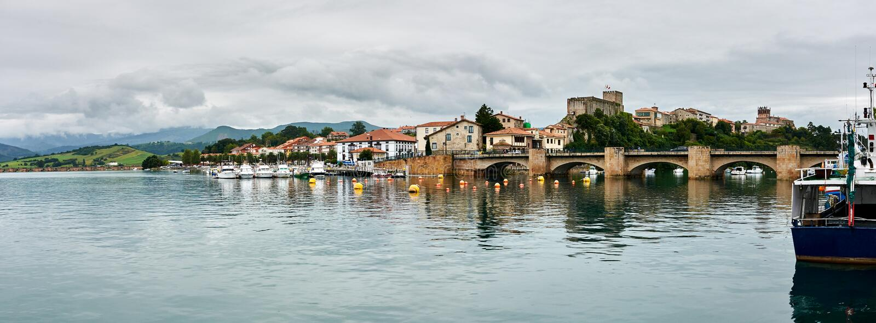 San Vicente de la Barquera du port photo stock