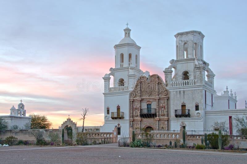 San Xavier del Bac Mission bij Zonsondergang stock fotografie