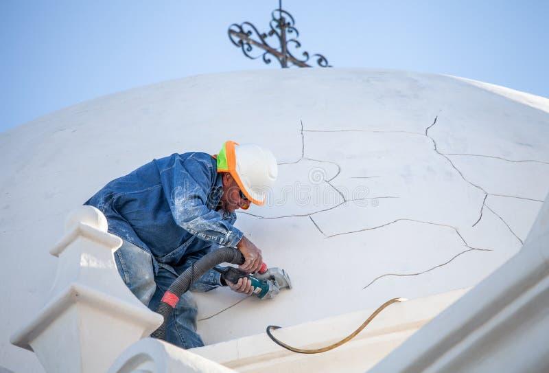 San Xavier del Bac Mission Restoration Worker fotografering för bildbyråer