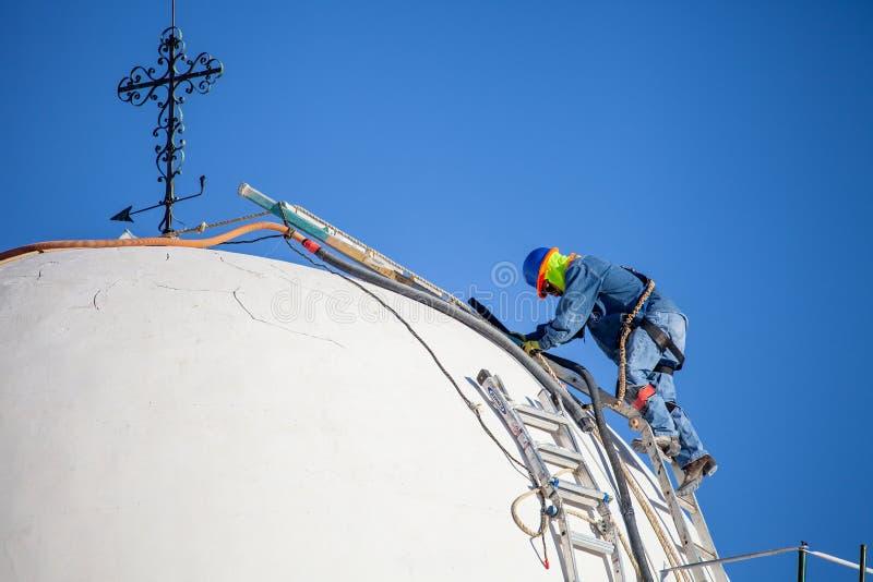 San Xavier del Bac Mission Restoration Worker foto de stock