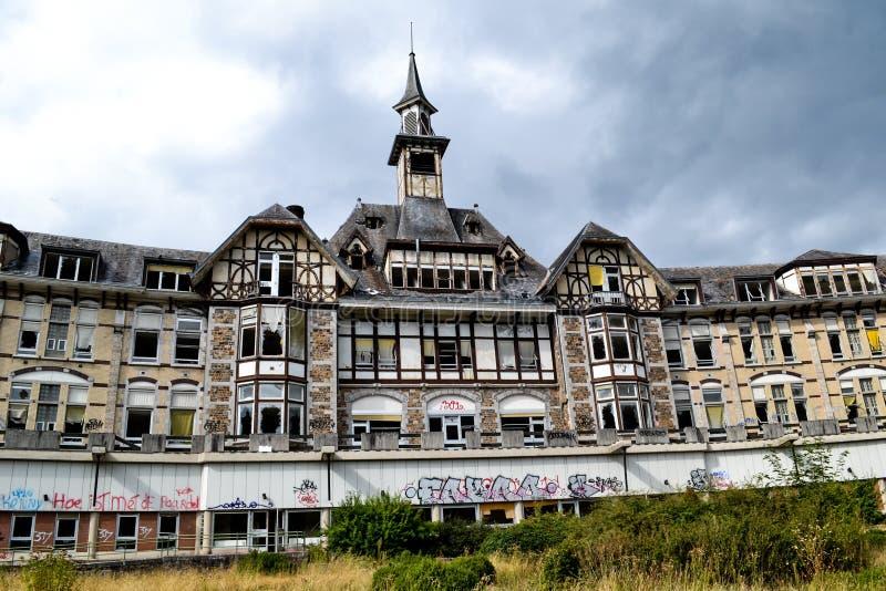 Sanatório abandonado assustador fotos de stock royalty free