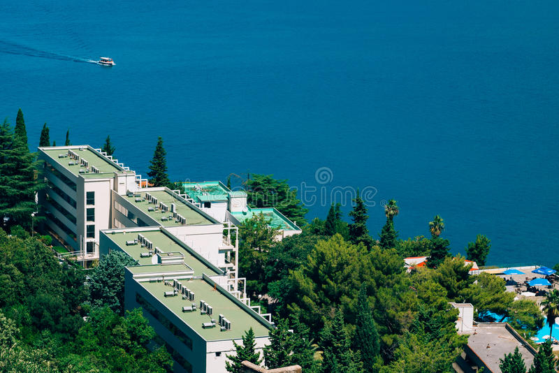 Sanatório no mar O litoral de Herceg Novi, em Monteneg fotos de stock