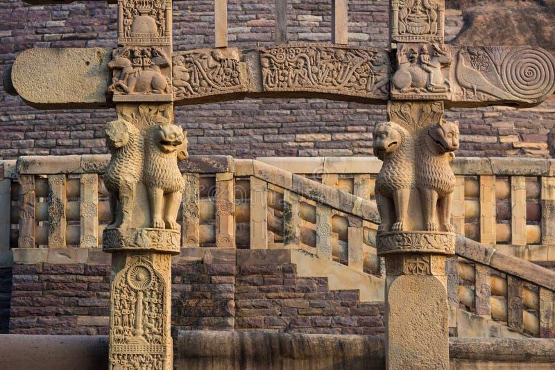 Sanchi stupa, antyczni buddyjscy hinduscy statua szczegóły, religii tajemnica, rzeźbiący kamień Podróży miejsce przeznaczenia w M zdjęcia stock