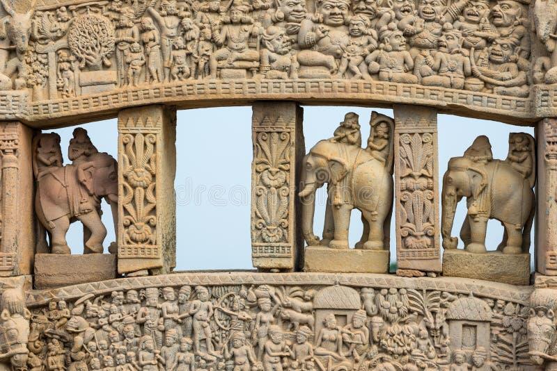 Sanchi stupa, antyczni buddyjscy hinduscy statua szczegóły, religii tajemnica, rzeźbiący kamień Podróży miejsce przeznaczenia w M obraz royalty free
