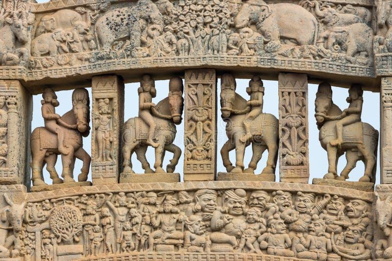 Sanchi stupa, antyczni buddyjscy hinduscy statua szczegóły, religii tajemnica, rzeźbiący kamień Podróży miejsce przeznaczenia w M zdjęcia royalty free