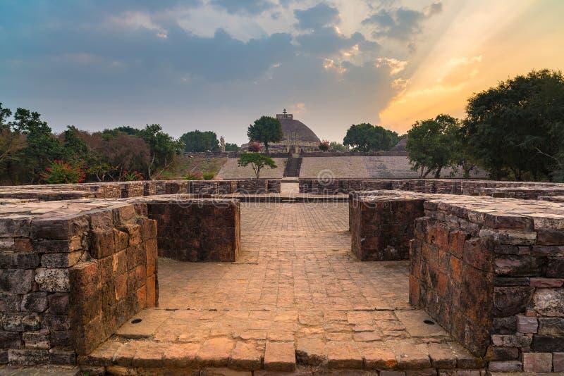 Sanchi Stupa, costruzione buddista antica, mistero di religione, ha scolpito la pietra Destinazione di viaggio in Madhya Pradesh, fotografie stock libere da diritti