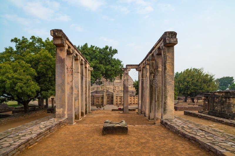 Sanchi Stupa, edificio budista antiguo, misterio de la religión, talló la piedra Destino del viaje en Madhya Pradesh, la India fotos de archivo