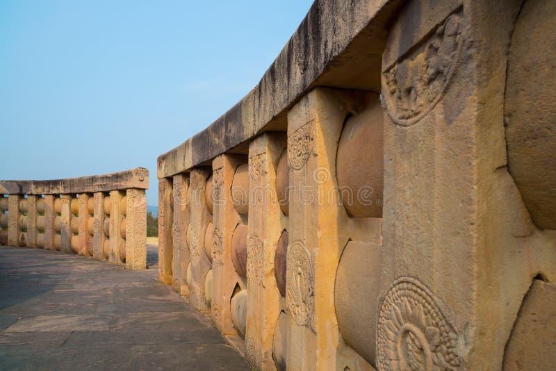 Sanchi Stupa, edificio budista antiguo, misterio de la religión, talló la piedra Destino del viaje en Madhya Pradesh, la India foto de archivo