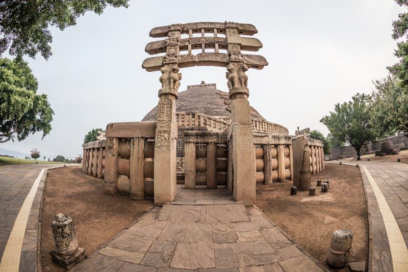 Sanchi stupa, Madhya Pradesh, India Antyczny buddyjski budynek, religii tajemnica, rzeźbił kamień Wschodu słońca niebo zdjęcia royalty free