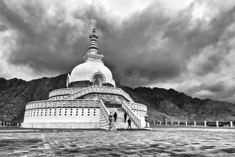 Sanchi Stupa på Ladakh, Indien royaltyfri bild