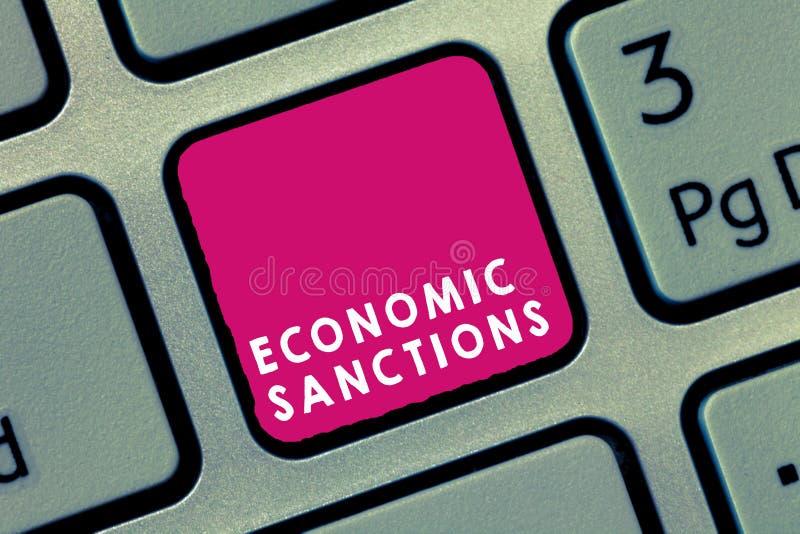 Sanciones económicas del texto de la escritura Castigo de la pena del significado del concepto impuesto en otra guerra comercial  foto de archivo libre de regalías