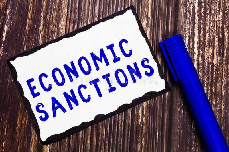 Sanciones económicas del texto de la escritura de la palabra Concepto del negocio para el castigo de la pena impuesto en otra gue imagenes de archivo