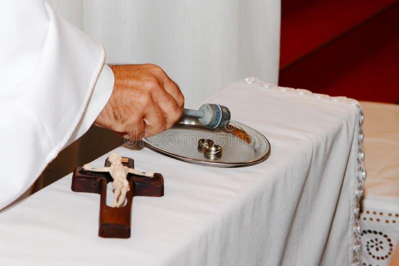 Sanctificationhochzeitsringe stockbild