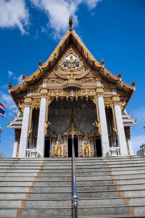 Sanctuaire dans un temple thaïlandais images libres de droits