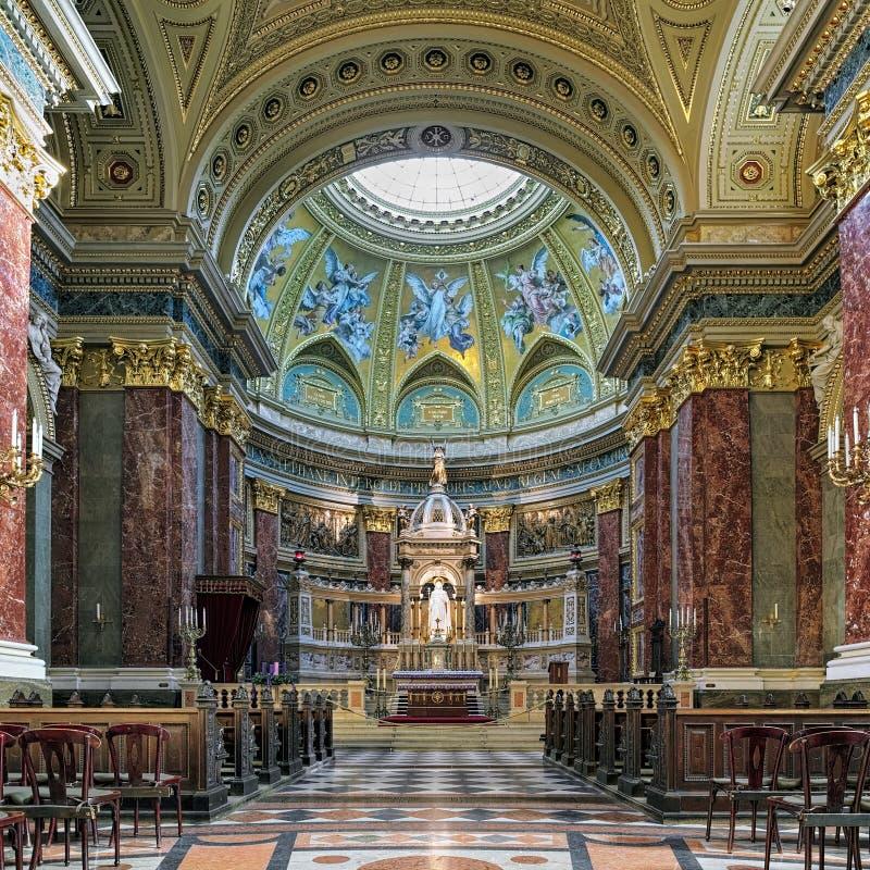 Sanctuaire et autel de basilique du ` s de St Stephen à Budapest, Hongrie images libres de droits