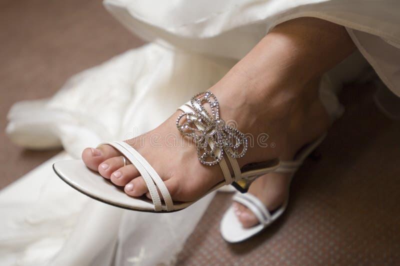Sandália da noiva imagens de stock royalty free