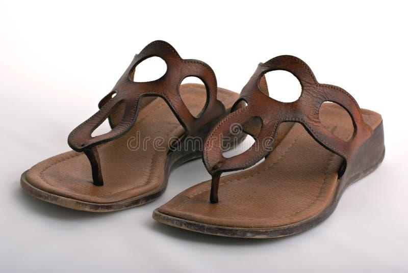Sandálias de couro das mulheres fotografia de stock royalty free