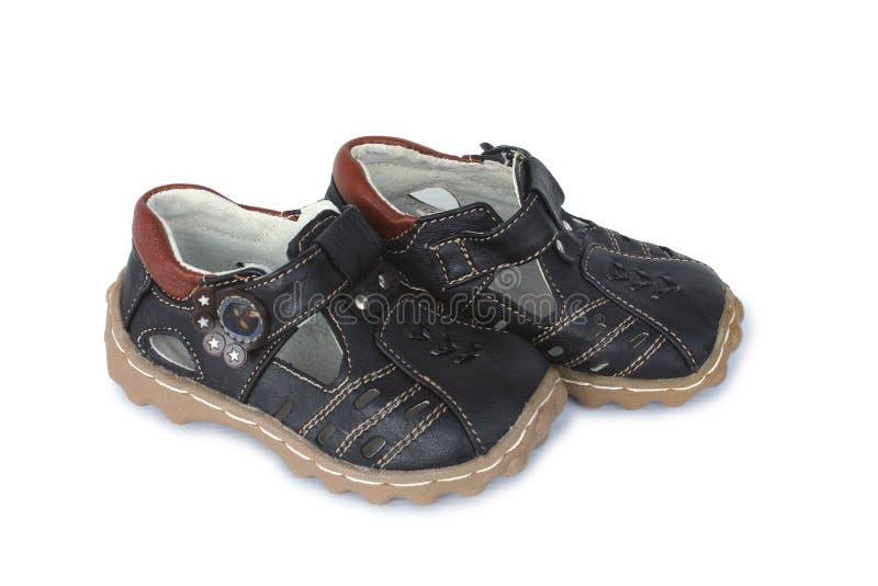 Sandálias de couro marrons dos meninos foto de stock