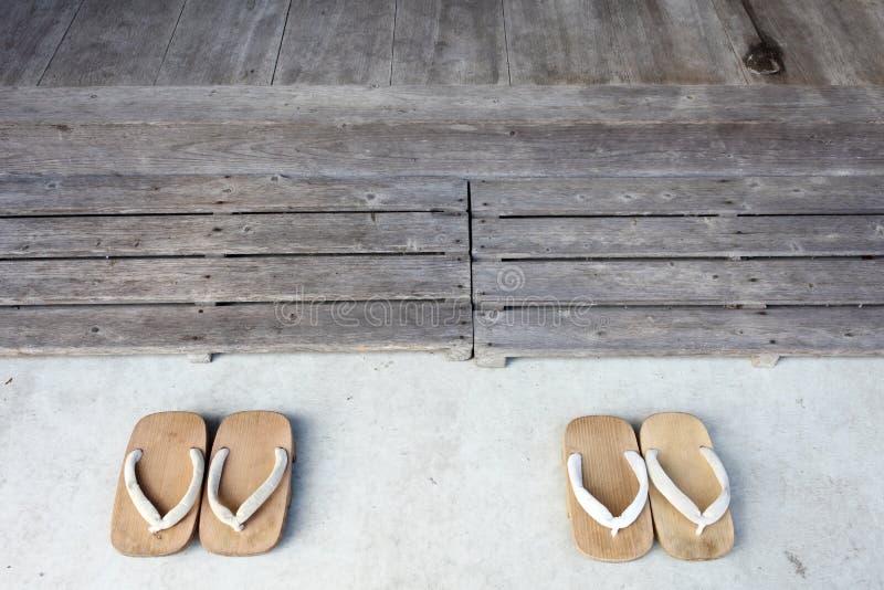 Sandálias de madeira fotografia de stock