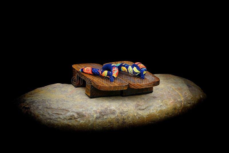 Sandálias de madeira japonesas do geta imagens de stock