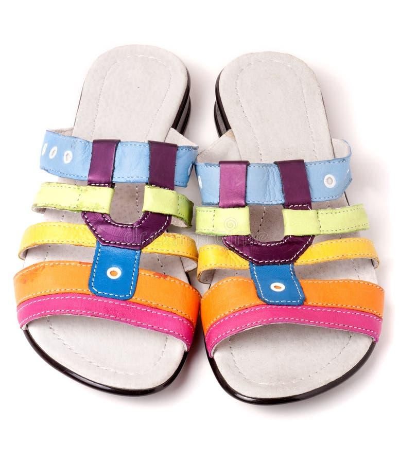Sandálias fêmeas coloridas isoladas no fundo branco imagens de stock royalty free