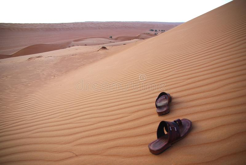 Sandálias no deserto fotos de stock royalty free