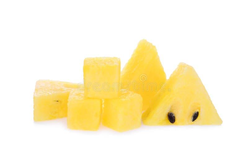Sandía amarilla cortada con el cubo aislado en blanco fotos de archivo