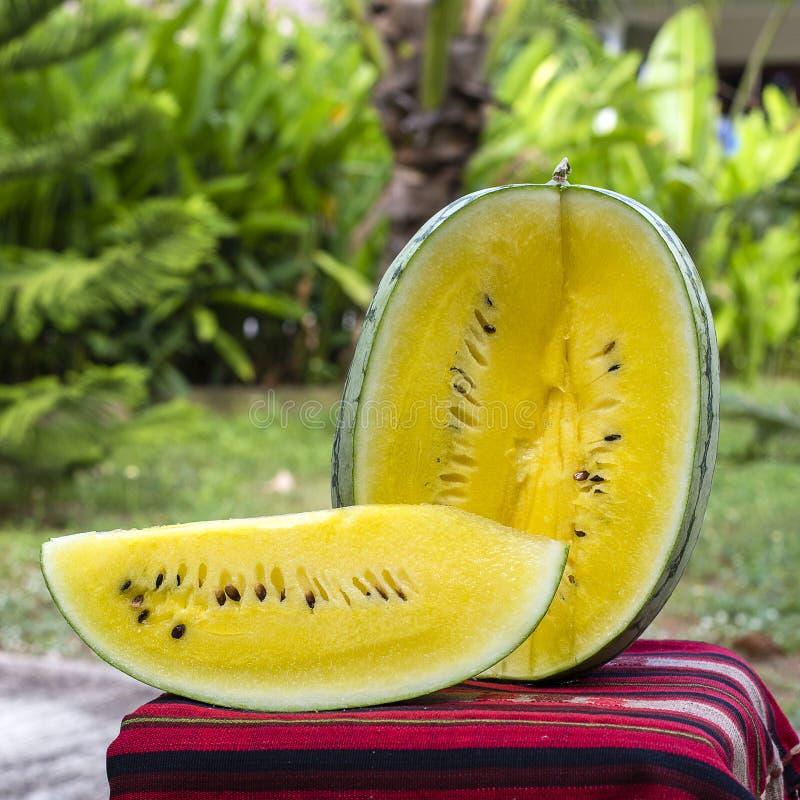 Sandía madura fresca con la pulpa amarilla, Tailandia fotografía de archivo