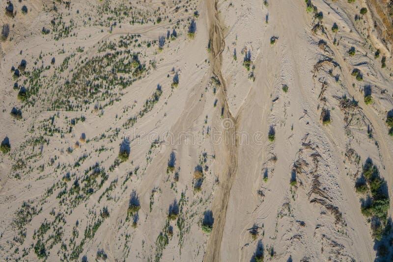Sand des trockenen Bachbetts stockfoto