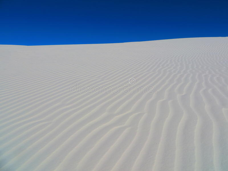 Sand gegen den Himmel stockbild