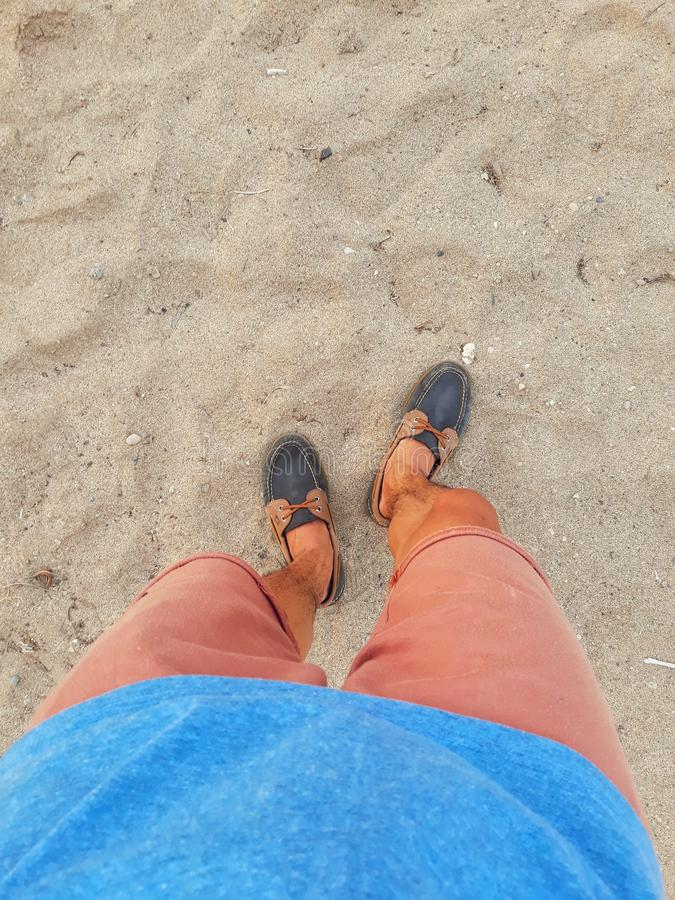 Sand küsste Schuhe stockfotos