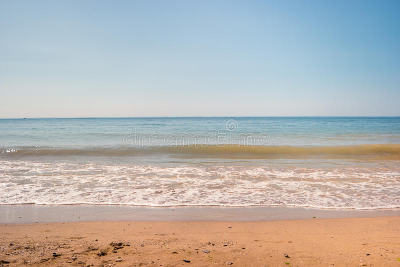 Sand med havet royaltyfria bilder
