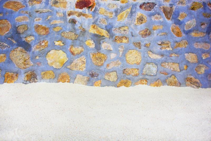 Sand med stenar arkivfoto