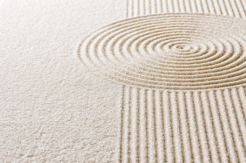 Sand mit Linien und Kreisen lizenzfreie stockbilder