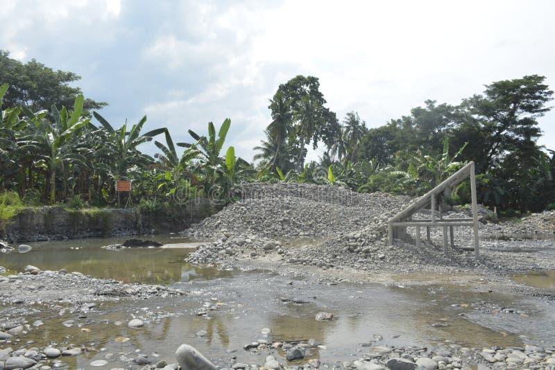 Sand- och grusrastrering av Mal-floden, Matanao, Davao del Sur, Filippinerna fotografering för bildbyråer