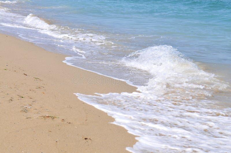 Sand och wave royaltyfri bild