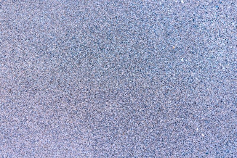Sand på havsstranden och vågorna av havsvatten Id?rik tappningbakgrund royaltyfri bild