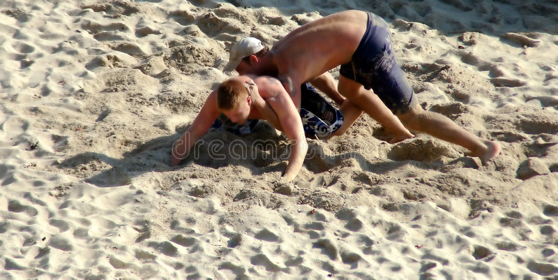 Download Sand-Ringkämpfer stockbild. Bild von sand, jungen, leute - 34731