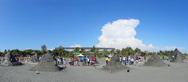 Sand-Skulpturen auf dem Strand in Taiwan stockfotos