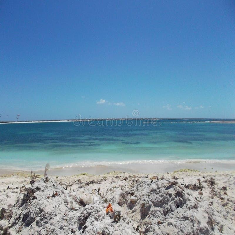 Sand und Meer lizenzfreie stockbilder
