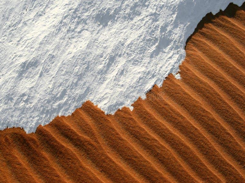 Sand und Schnee - die Wunder einer Wüste in Ägypten lizenzfreie stockfotografie