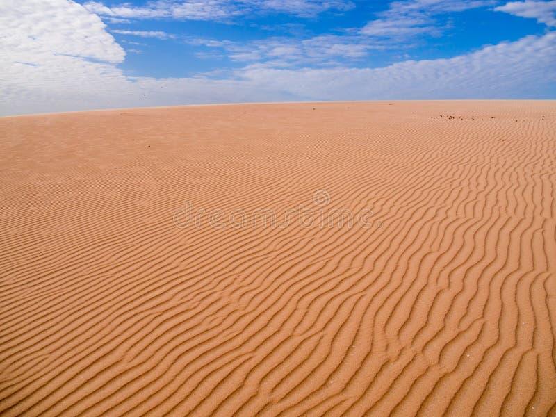 Sand und Wolken lizenzfreie stockfotos