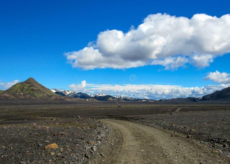 Sand-Wüstenlandschaft des Gehwegwurfs vulkanische schwarze, Laugavegur-Spur von Thorsmork zu Landmannalaugar, Hochländer von Isla lizenzfreies stockbild