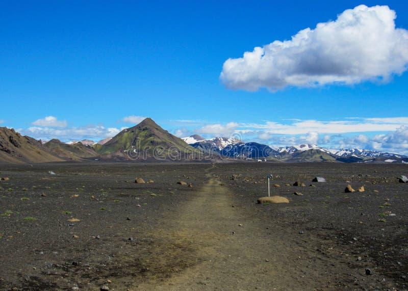 Sand-Wüstenlandschaft des Gehwegwurfs vulkanische schwarze, Laugavegur-Spur von Thorsmork zu Landmannalaugar, Hochländer von Isla stockfoto